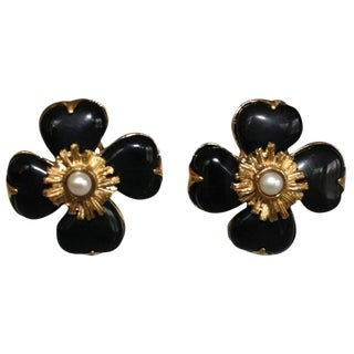 Goossens Paris Black Onyx Clover Clip Earrings With Pearl Center For Sale
