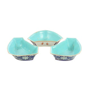 Chinese 19th Century Set of 3 Porcelain Dishes For Sale