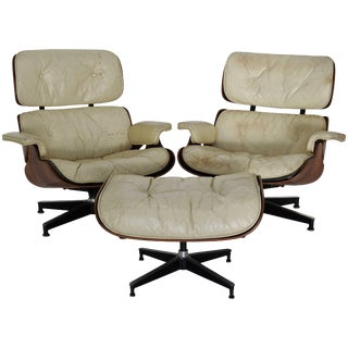 Pair of Mid-Century Herman Miller Eames Lounge Chairs With Ottoman For Sale