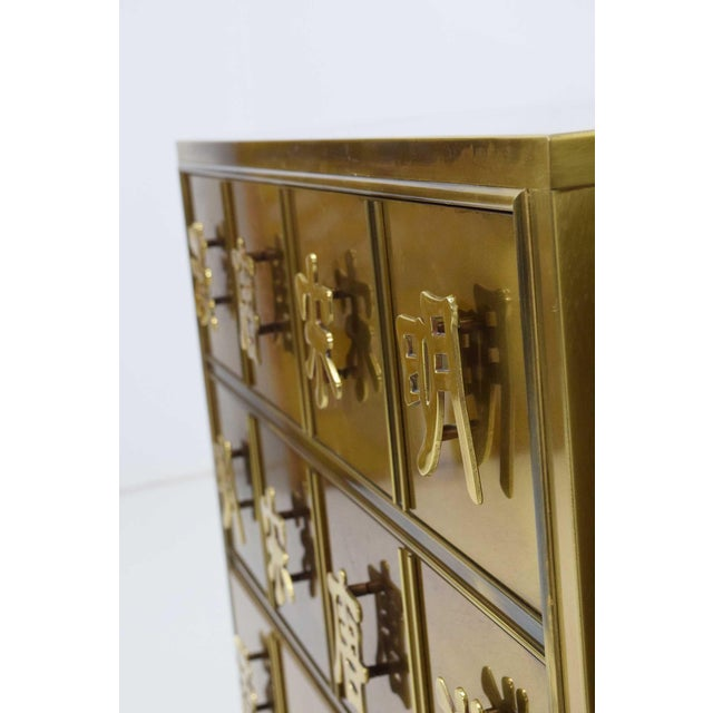 "1970s Mastercraft ""Four Dynasty's"" Brass Veneer Commode Nightstands Chests - a Pair For Sale - Image 5 of 13"