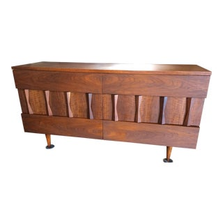 Mid Century American of Martinsville Dresser / Credenza For Sale