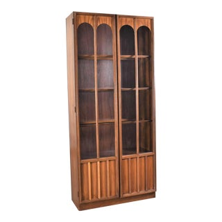 Keller Furniture MCM Lighted Display Cabinet Bookcase Style of Broyhill Brasilia & Kent Coffey For Sale