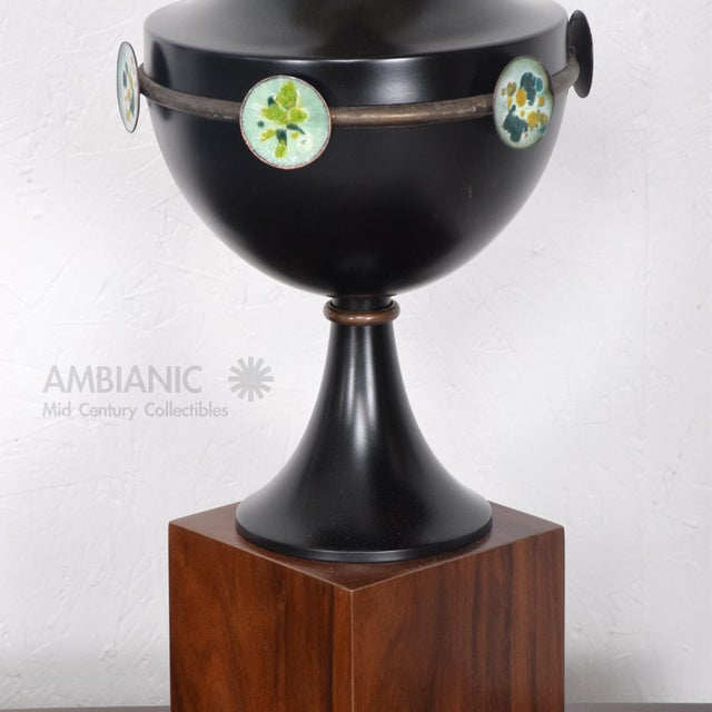 Mid Century Mexican Modernist Table Lamp With Enamel Decorations For Sale - Image 4 of 9