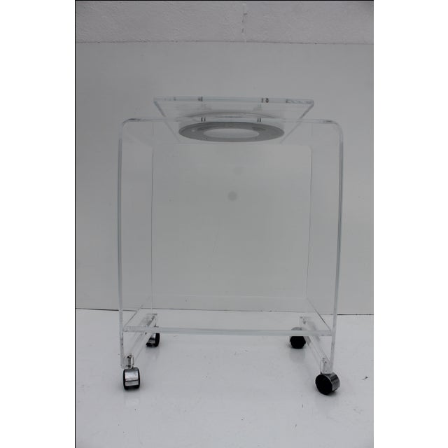Mid-Century Lucite Swivel Top Bar Cart For Sale - Image 5 of 10