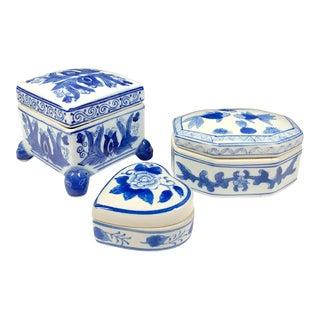 Chinese Blue & White Porcelain Trinket Boxes / Lidded Jars - Set of 3 For Sale