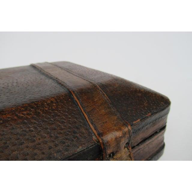 Vintage Italian Tooled Leather Gentlemen's Traveling Hand-Held, Lidded Valet Box For Sale - Image 11 of 13