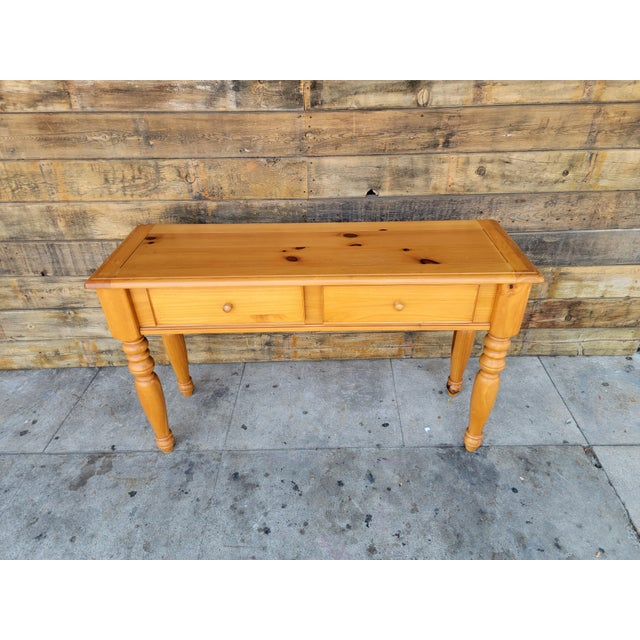 Rustic solid pine two drawers desk consolé table. In vintage-good conditions. Drawers works good.