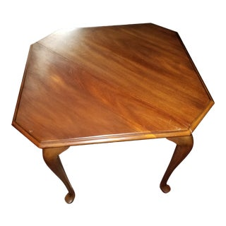 1980s Queen Anne Henkel Harris Drop Side Mahogany Corner Table For Sale