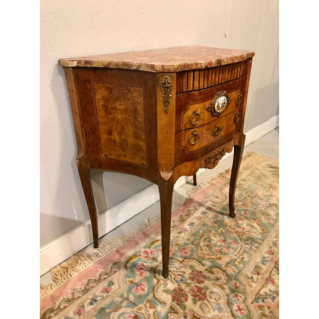 who doesn't love a table that can be placed anywhere? crickets? This one is a near pair to the one we have also listed,...