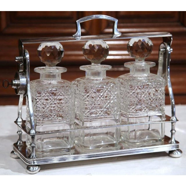 English 19th Century English Silver Plated 3-Carafe Tantalus With Lock Mechanism For Sale - Image 3 of 8