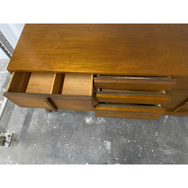 Mid-Century Modern American of Martinsville 9 Drawer Walnut Dresser With Brass Accents For Sale - Image 3 of 8