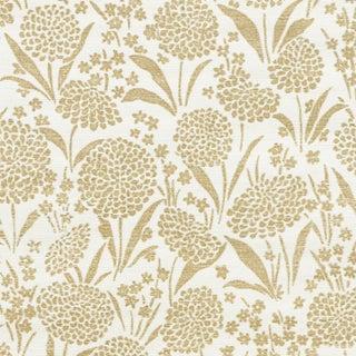Sample - Schumacher Chrysanthemum Sisal Wallpaper in Gold For Sale