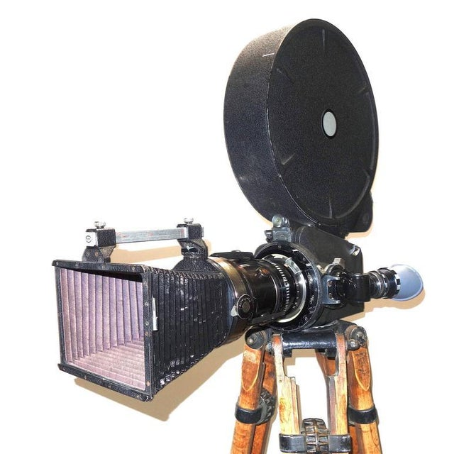 Industrial Rare Cinema Camera Circa 1960s. Arriflex 16BL Complete. Display As Sculpture. For Sale - Image 3 of 8