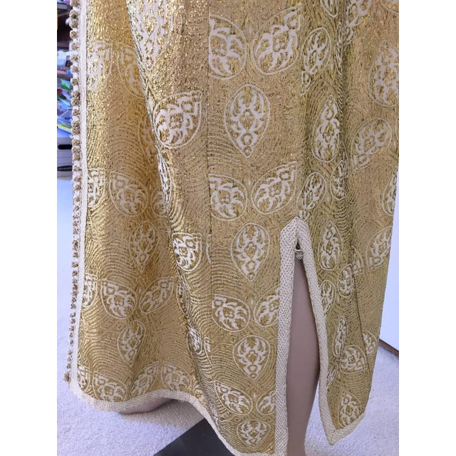 Mid 20th Century 1960s Moroccan Caftan in Silver and Gold Brocade Vintage Gentleman Kaftan For Sale - Image 5 of 9