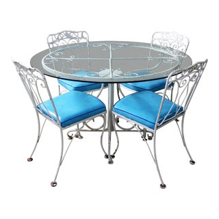 Salterini Style Wrought Iron Patio Set Round Table and Four Chairs with Turquoise Vinyl Seats For Sale