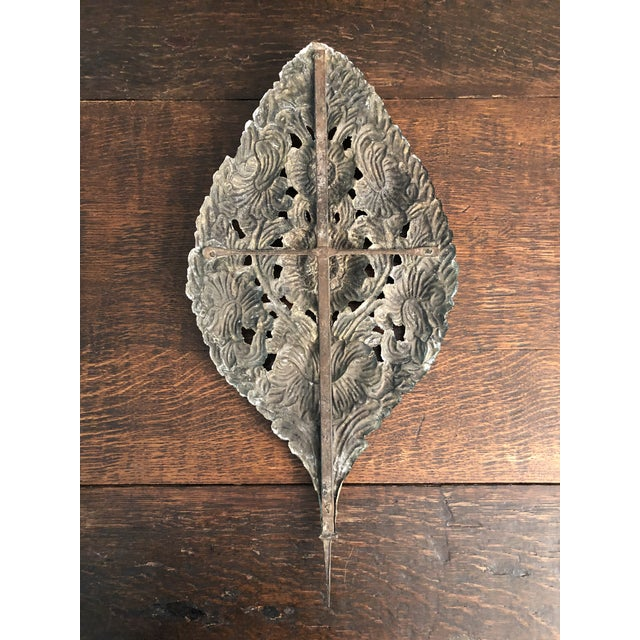 Early 18th Century Baroque Repousse Dutch Brass Sunflower Sconce Backplates - a Pair For Sale In Minneapolis - Image 6 of 13