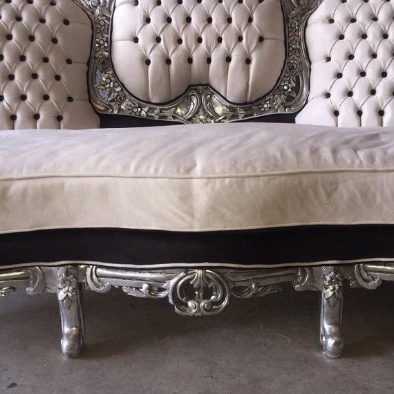 Tufted Italian Rococo Three-Seater Settee For Sale - Image 5 of 5