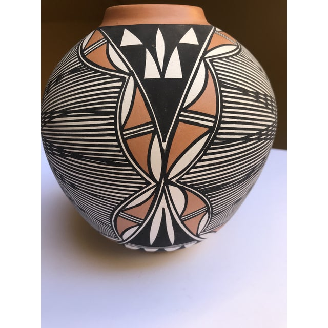 Stunning polychrome vase signed by Acoma, NM Pueblo artist Char Victorino. Features fine line decoration and vivid,...