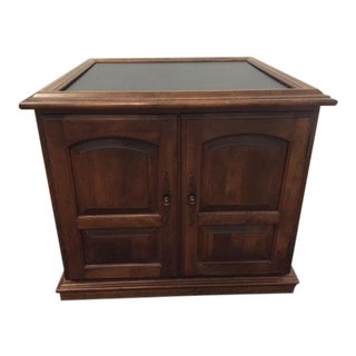 Ethan Allen Mid-Century Traditional Slate Top Pecan End Table For Sale