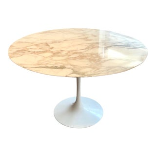 Saarinen Tulip Dining Table for Knoll With Calacatta Marble Top For Sale