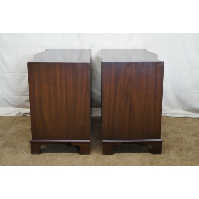 Flame Mahogany Serpentine Chippendale Style Chests of Drawers - A Pair - Image 3 of 10