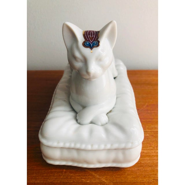 Lovers of felines and jewelry will fall in love... Vintage Japanese porcelain catch all for Byzantium Elizabeth Arden....