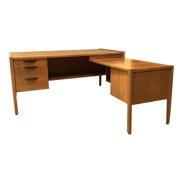 https://chairish-prod.freetls.fastly.net/image/product/sized/4a577ad9-fd1e-4c81-8c4c-5c89824d8449/jens-risom-l-shape-mid-century-modern-wood-desk-8365?aspect=fit&width=640&height=640