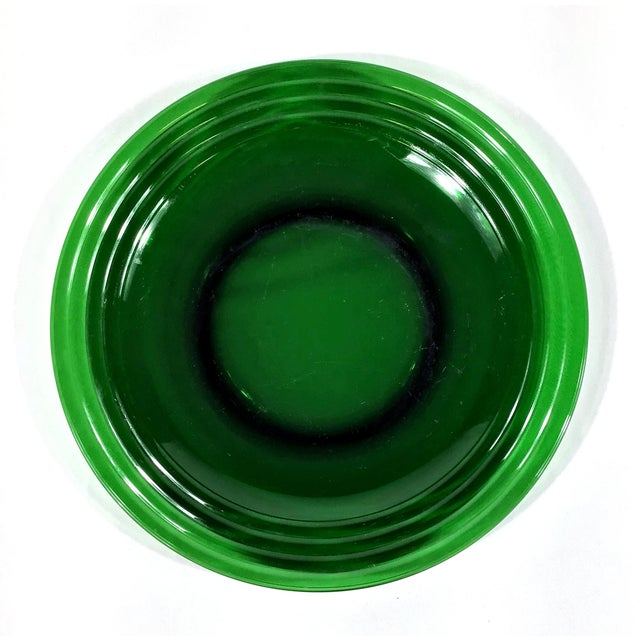 Deep dark green glass make up this beautiful set of dinner plates. Add these to your mix and match collection and WOW your...