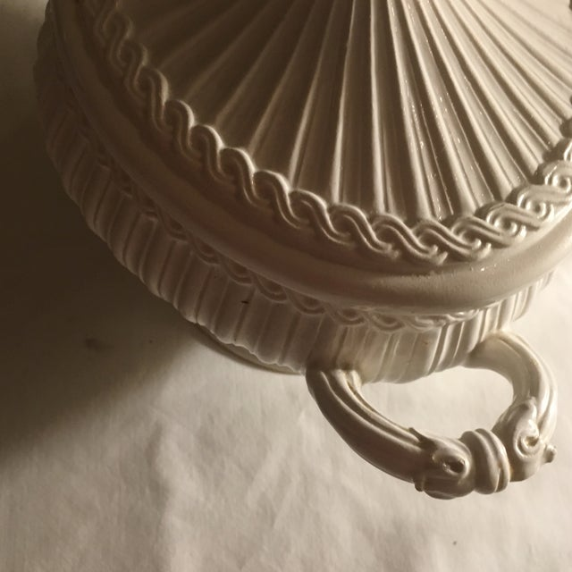 Italian Neoclassical Creamware Soup Tureen For Sale - Image 5 of 10