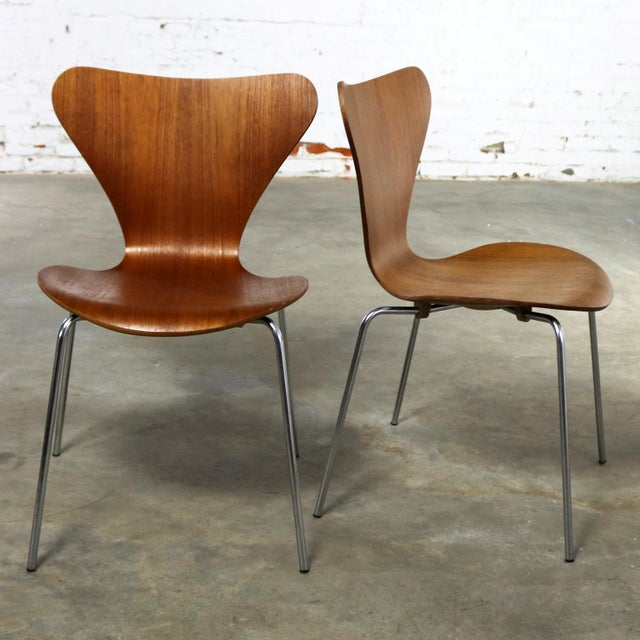 Fritz Hansen Series 7 Chairs by Arne Jacobsen for Fritz Hansen Vintage MCM Molded Teak a Pair For Sale - Image 4 of 13