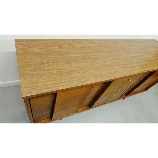 "Metal Mid Century Modern Johnson Carper ""Fashion Trend"" Winged Face Walnut 9 Drawer Triple Dresser For Sale - Image 7 of 8"