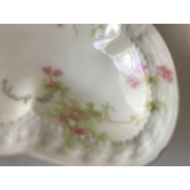 Haviland & Co. Haviland & Staffordshire Antique Crescent Bone Dishes - A Pair For Sale - Image 4 of 9