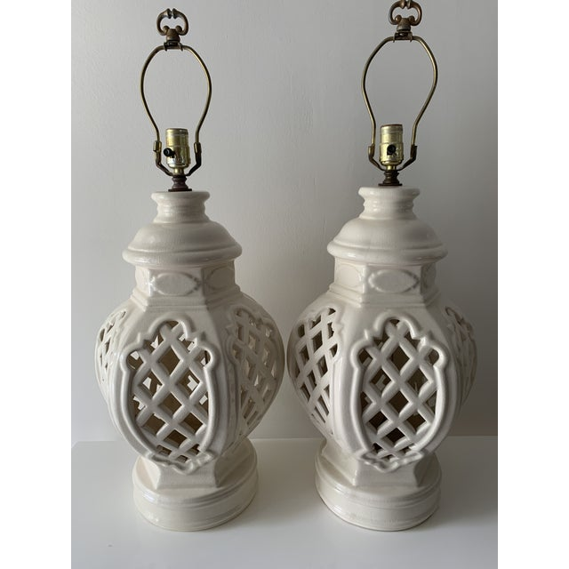 Chinoiserie Vintage Chinoiserie Ginger Jar Lamps - a Pair For Sale - Image 3 of 13