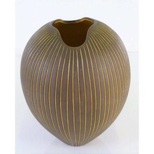Brown Hjordis Oldfors, Set of 3 Modern Earthenware Kokos / Coconuts Vessels From Upsala-Ekeby, Sweden 1954 For Sale - Image 8 of 13