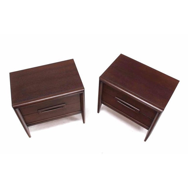 Pair of nice Mid-Century Modern walnut end tables or nightstands.