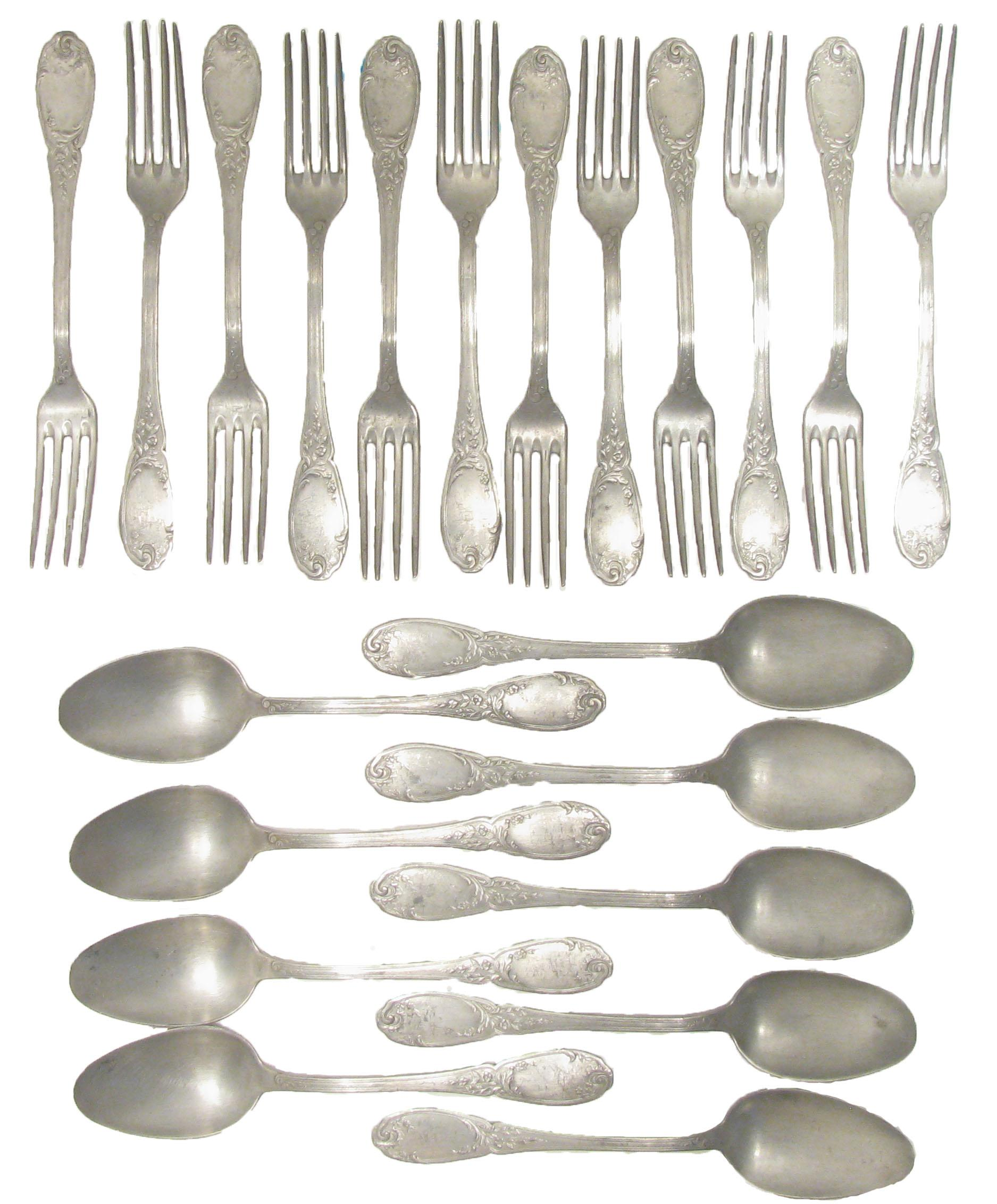 Merveilleux French Antique Oversized Pewter Flatware   21 Pcs. For Sale   Image 4 Of 4