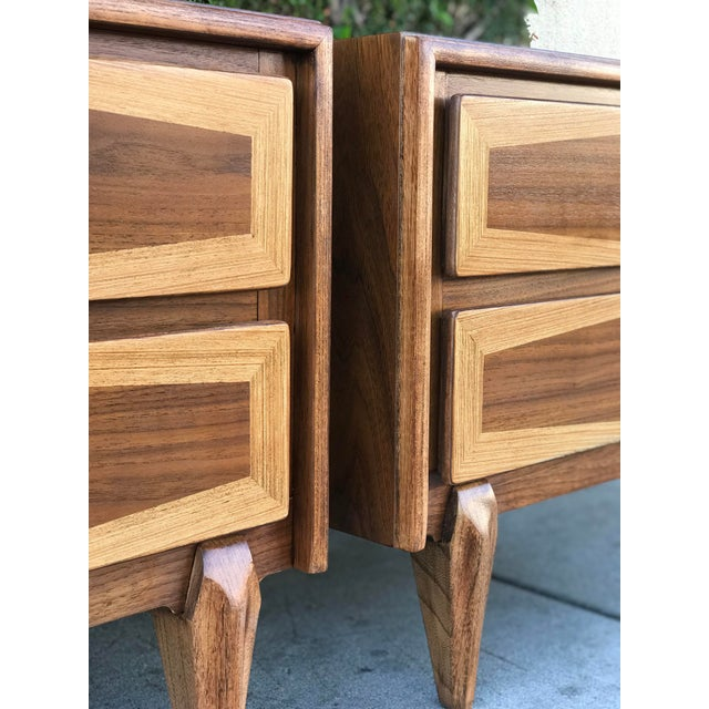 Mid-Century Modern Pair of Mid Century Modern Nightstands by American of Martinsville For Sale - Image 3 of 12