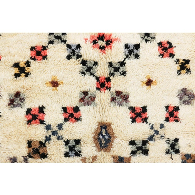 "Vintage Azilal Moroccan Berber Rug - 4'2"" x 6'4"" - Image 3 of 3"