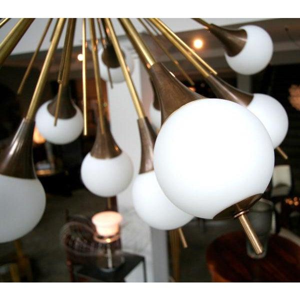 1960s Italian Brass Sputnik Chandelier With White Balls For Sale - Image 4 of 12