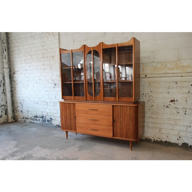 Offering a nice mid-century modern sideboard credenza with glass front hutch top. The sideboard features gorgeous walnut...