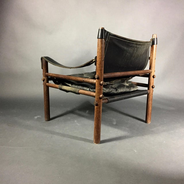 "Mid-Century Modern Arne Norell ""Scirocco"" Safari Chair, Leather & Rosewood, Sweden For Sale - Image 3 of 12"
