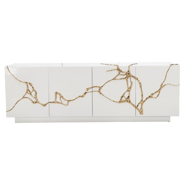 Akar 4-Door Credenza in White Lacquered Resin with Lava Brass Detail by Sylvan SF Material: Resin, Brass, Mahogany Color:...