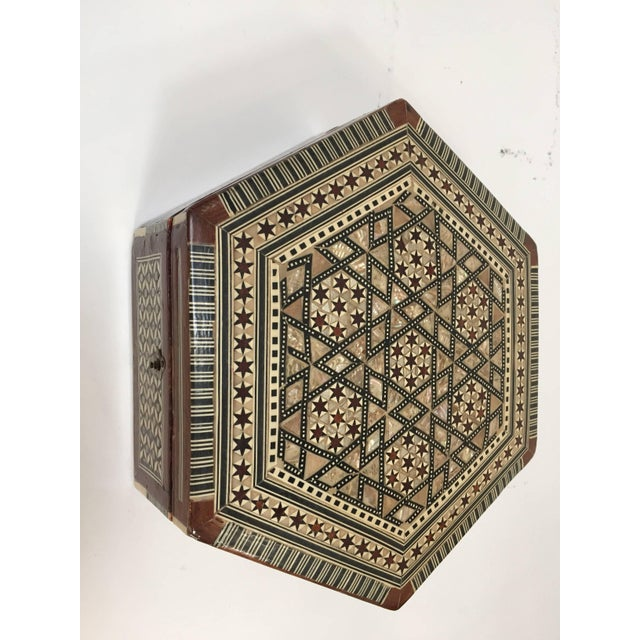 Red Middle Eastern Syrian Mother-Of-Pearl Inlaid Octagonal Box For Sale - Image 8 of 10