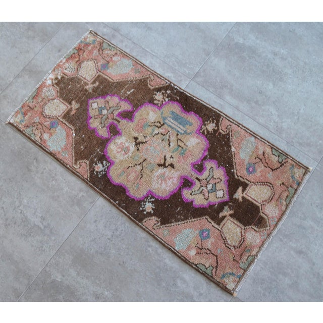 1970s Low Pile Turkish Rug Hand Knotted Faded Mat Small Area Rug - 1′6″ × 2′11″ For Sale - Image 5 of 6