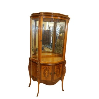 1940s Louis XV Style Satinwood Inlaid French Curio Cabinet For Sale