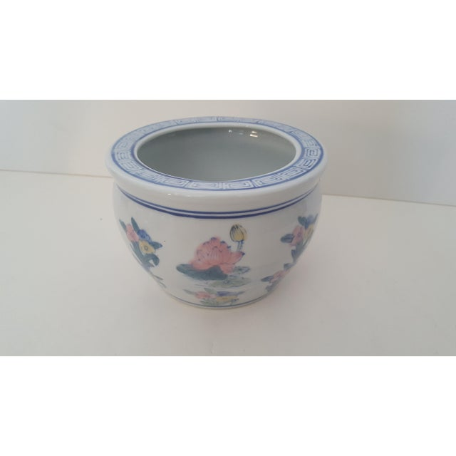 Vintage porcelain small chinoiserie Cachepot planter featuring a floral motif, and Greek Key rim. In wonderful vintage...