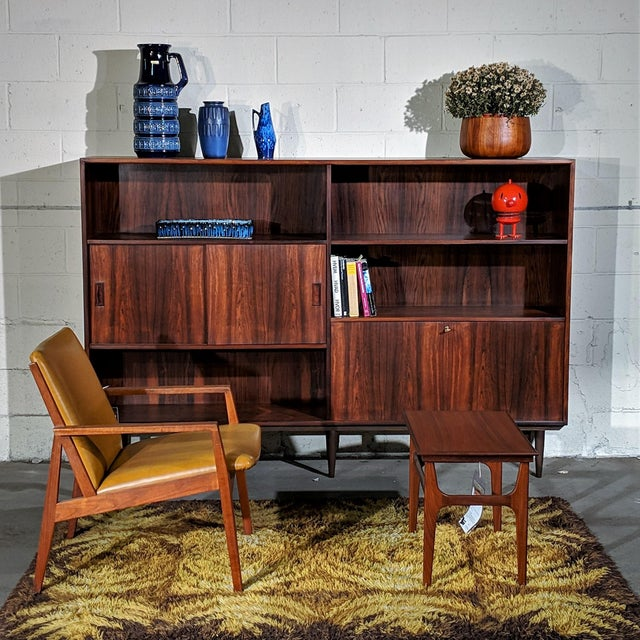 """Danish Mid Century Hundevad Rosewood Bookcase - """"Avallersuaq"""" For Sale In New York - Image 6 of 7"""