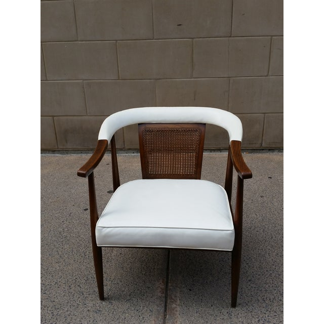 Here's a stunning and sleek arm chair that was produced by American of Martinsville in the 1950s-60s. It is a Ming style...