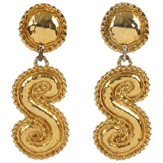 Edouard Rambaud Paris Signed Oversized Gilt Metal Dangle Clip on Earrings For Sale