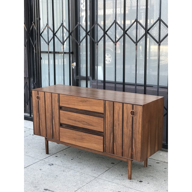 Mid-Century Modern Distinctive Furniture Credenza by Stanley For Sale - Image 3 of 13
